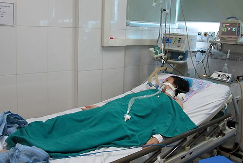 A patient on treatment with Japanese encephalitis at the Central tropical hospital in Hanoi. Photo credit: VnExpress.