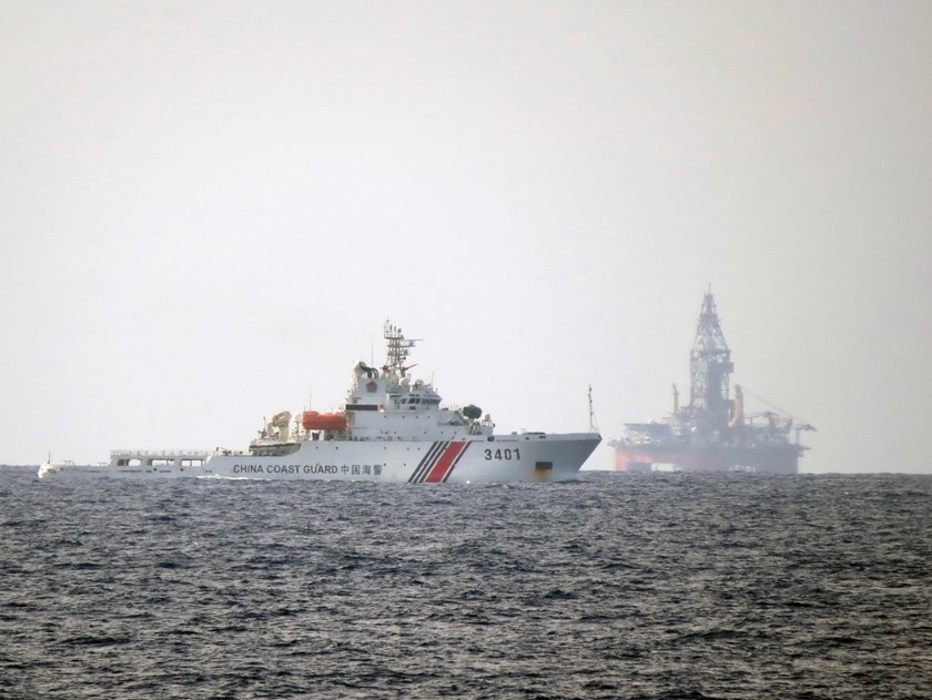 A Chinese coast guard vessel in the area near a giant oil rig that China illegally positioned in Vietnam's exclusive economic zone. Photo: Doc Lap