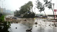 Rammasun typhoon causes strong whirlwinds and heavy rains in Vietnam provinces. Photo credit: Vtc.vn