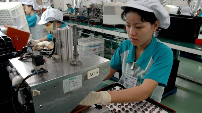 Workers at Japanese-owned Nidec Corporation in Ho Chi Minh City. Photo credit: Tuoi Tre