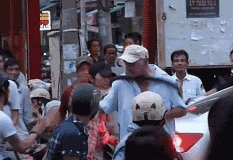 A still photo from the clip shows Dennis Marshall Gray attacked by Le Van Phuoc, 29.