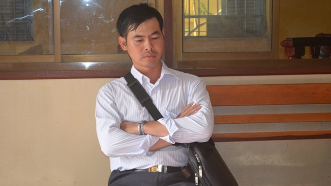 Pham Kha Ly waiting during the jury's deliberations. Photo credit: Tuoi Tre