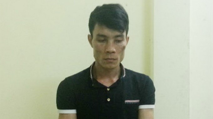 Nguyen Manh Hung, 27, was arrested on Tuesday for stabbing a policeman and a motorist after over a minor collision. Photo credit: Tuoi Tre