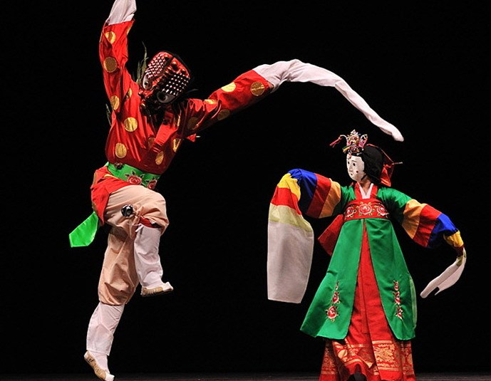 Korea's Talchum dance performance is among the highlights of the week of South Korean cultural activities, which  is being held from August 17 – 23 in Hanoi.