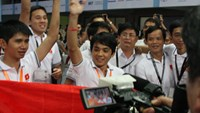 Students of Lac Hong university celebrate after claiming the highest prize of the Robocon held in Pune city, India on Sunday. Photo: Vo Ba