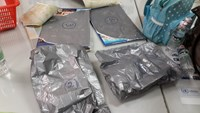 Packs of cocaine found in the luggage of a Russian passenger at Tan Son Nhat Airport on Tuesday. Photo credit: Tuoi Tre.