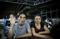 Thai Huu Hai (L) and his wife at Bang Yai District police station in Nonthaburi province, Thailand after he was rescued by Thai police from a group of kidnappers on September 12. Photo: Nguyen Tap
