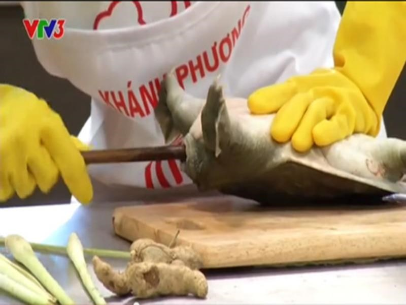 Still image of the Vietnam Master Chef reality show broadcast nationwide on September 20, during which contestant Khanh Phuong beheaded a turtle..