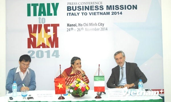 Italian Ambassador Lorenzo Angeloni speaks at a press conference in Hanoi on Nov. 6, 2014