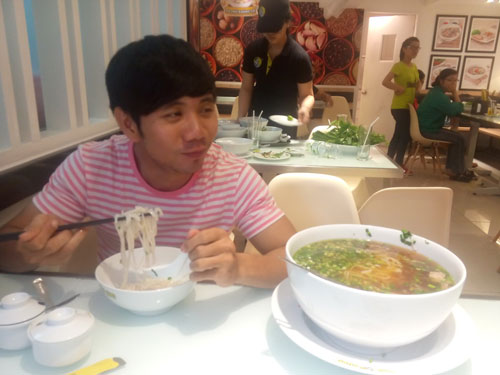 Ho Chi Minh City restauranteur challenges customers to jumbo bowl of Pho