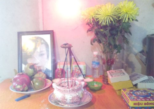 A photo of Nguyen Thi Thanh Ngan, 22, on a table at her father's house in Ho Chi Minh City on December 1, 2014. Ngan was murdered on Sunday, November 30, in the island province of Jeju, South Korea. Photo: Duc Tien