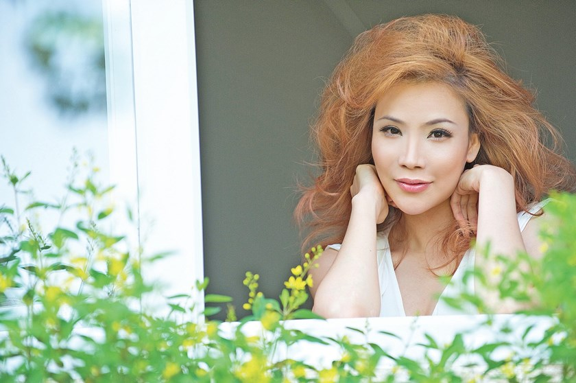 Vietnamese singer Ho Quynh Huong is honored as the Asian Artist of the Year In Vietnam by the Mnet Asian Music Awards. File photo