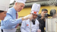 US ambassador Osius beefs up his cooking skills in Vietnam's cuisine capital