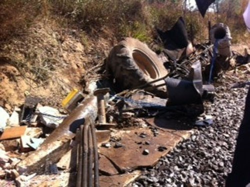 The scene of an accident in which a train hits a tractor. Photos: Que Ha