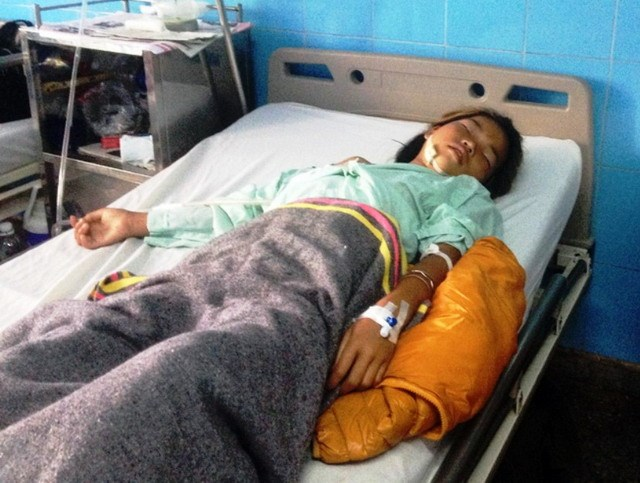 Y Minh, 11, receiving treatment at a local hospital in Quang Binh province after a wartime shrapnel shell suddenly explodes, severely injuring her. Photo courtesy by the hospital.