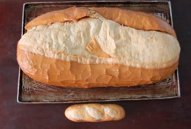 A giant bread, which is sold at VND70,000 (US$3.5) at a local bakery in Ho Chi Minh City. Photo courtesy of the baker.