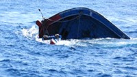 Strong winds sink fishing boat in central Vietnam, 32 crew members rescued