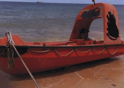 A life boat, which has carried eight foreigners suspected of pirating an oil tank, arrives at Tho Chu Island on Friday morning. Photo provided by the police