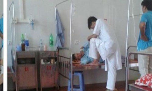 A photo posted on Facebook shows a doctor putting his foot on a patient's bed