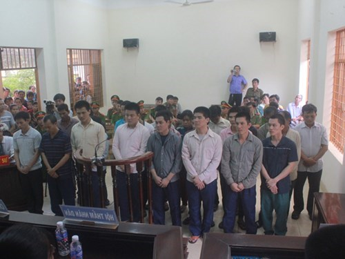 23 men, including three violating police officers, at a court in Tay Ninh province on July 17, 2015. Photo: Giang Phuong