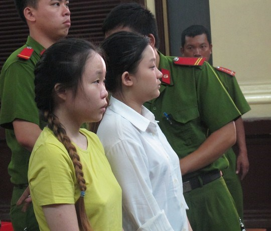 Wong Siew Wah (R) and Cheng Pui Sing, both 20, stand trial in Ho Chi Minh City on Tuesday.