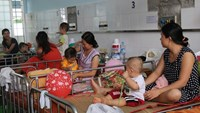 Young patients with HFMD and their parents at the Children's Hospital 1 in Ho Chi Minh City. Photos: Nguyen Mi