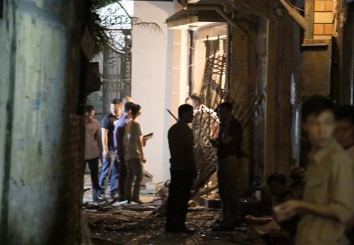 Locals gather in front of a house in Hanoi where an explosion kills 1, injuring 2 on Friday evening. Photo credit: VnExpress