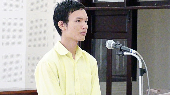 Duong Dinh Dat, 24, stands at a trial in Da Nang on Monday. Photo: Nguyen Tu