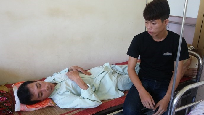 Vu Van Dieu, 51, receiving treatment at the Viet Duc hospital in Hanoi. Photo: Van Dong