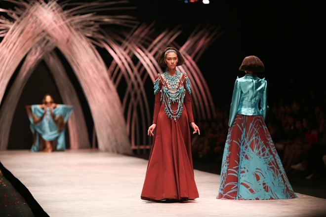 A model in a design of Julien Fournié during the Vietnam International Fashion Week in Ho Chi Minh City on October 14. Photo credit: VNA, Zing, TTVH