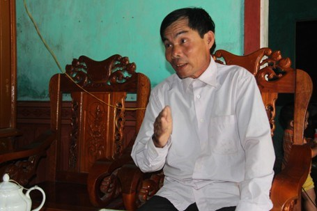 Le Van Minh during in an interview with local media in Ha Tinh Province. Photo credit: Dan Tri
