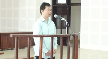 Le Duc Minh stands trial in Da Nang on November 25, 2015. Photo: Nguyen Tu