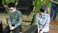 Tran Nhat Duy and his girlfriend Dang Gia Linh during a court on Friday. Photo: Nguoi Lao Dong.