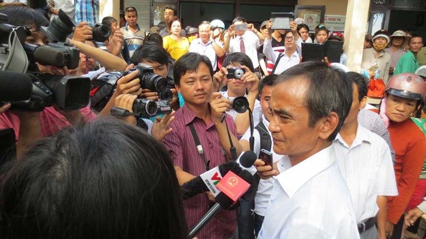 Huynh Van Nen, 53, speaks to local media on December 3, 2015 after Binh Thuan Province's authorities apologize to him for a wrongful conviction. Photo: Que Ha