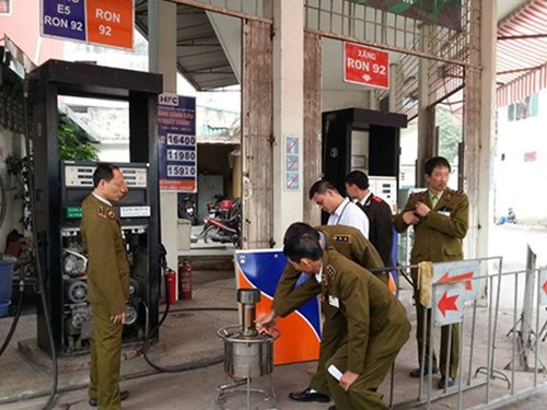 Hanoi officials inspecting at a gas station, which would later be shut down for cheating customers. Photo: Nam Anh