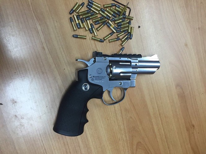 A revolver and 40 bullets are discovered inside a package by security officers at Tan Son Nhat Airport in Ho Chi Minh City on January 6, 2016. Photo: Hoang Ty