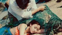 Mermaid on the beach? This wedding photo has set the rumor mill on fire since December 2015.
