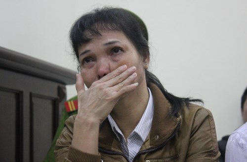 Lo Thi Ly, 51, stands trial for trafficking her stepdaughter to China on January 12, 2016. Photo credit: Hai Binh