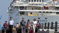 Tourists arrive at a port in Jeju island, South Korea. Photo: Reuters