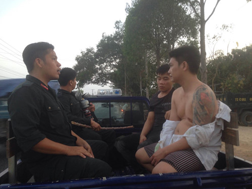 447 escape from Vietnam drug rehab center in chaotic night