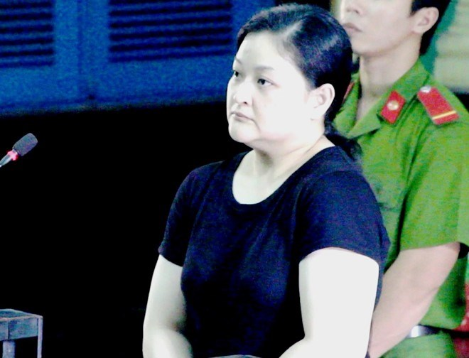 Filipino woman Donna Buena Mazon, 41, stands trial in Ho Chi Minh City on Friday. Photo credit: Zing
