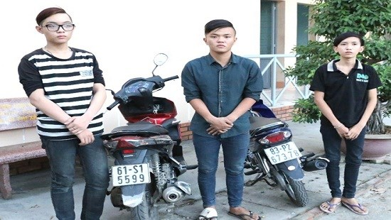The three young robbers at a police station. Photo credit: Cong An ThanhphoHoChiMinh