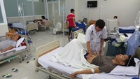 A man receiving treatment at the 20-12 Hospital in Nha Trang Town, Khanh Hoa Province on Sunday. Photo: T.Ly