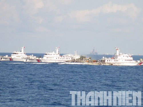 The Chinese drilling rig Haiyang Shiyou 981 and its guarding ships operating illegally in Vietnam's continent shelf and exclusive economic zone since May 1.