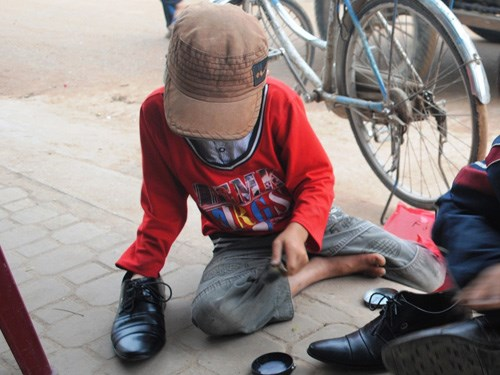 A street shoeshine boy in Quang Binh Province's Dong Hoi Town. Experts are urging for more actions to protect children vulnerable to child sexual abuse in Vietnam. Photo: Truong Quang Nam