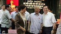 Vietnamese Party Chief Nguyen Phu Trong (2, R) talks with constituents in Hanoi's Tay Ho District on July 1. Photo: Thai Son