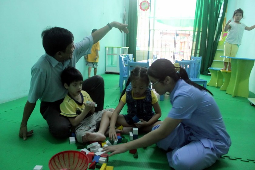 Many parents in Vietnam said they wish the government have specialized schools for autistic children with trained staffs. Photo: Nhu Lich