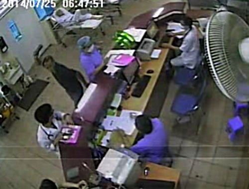 A still from Bach Mai Hospital's clip showing Nguyen Tien Dung, in black, attacking the hospital staff.