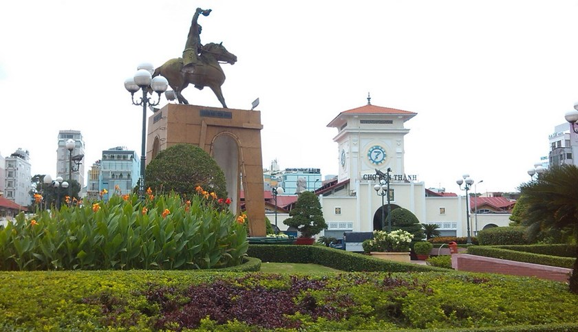 The statue of Tran Nguyen Han at the roundabout near Ben Thanh Market in downtown Ho Chi Minh City. Photo: Minh Hung