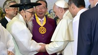 Pope Francis (3rd R) talks with Han Yang-Won (2nd L), chairman of the Association for Korean Native Religion, as he meets with South Korea's religious leaders at Myeong-dong Cathedral in Seoul on August 18. Photo credit: AFP